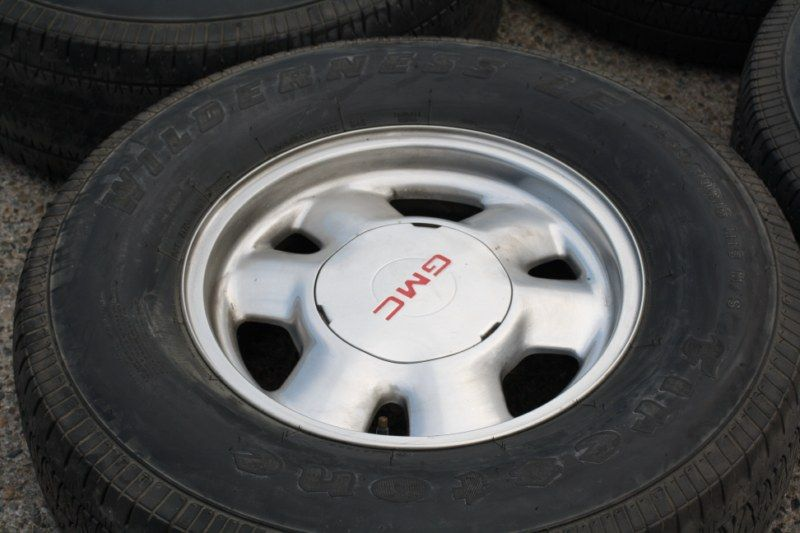 16 GMC Yukon Savana Sierra OEM Factory Wheels & Tire